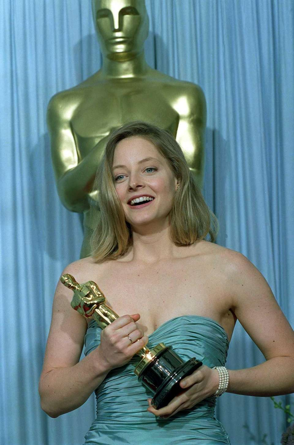 Actor Jodie Foster, posing with the Oscar statuette