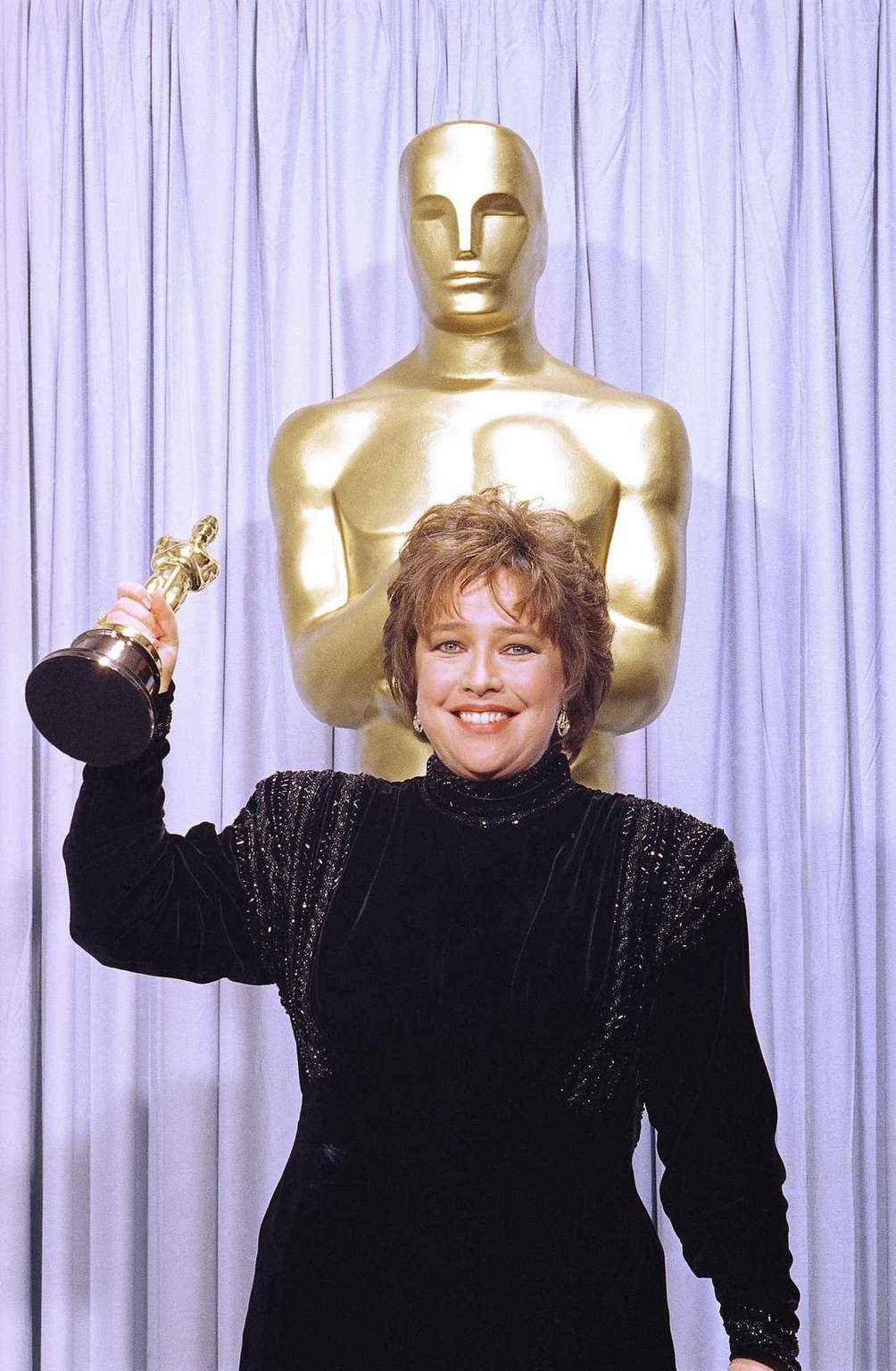 Actor Kathy Bates, holding the Oscar statuette she