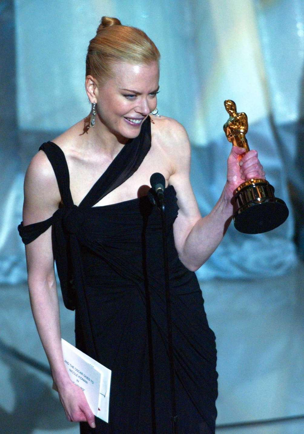 Actor Nicole Kidman, holding the Oscar statuette she