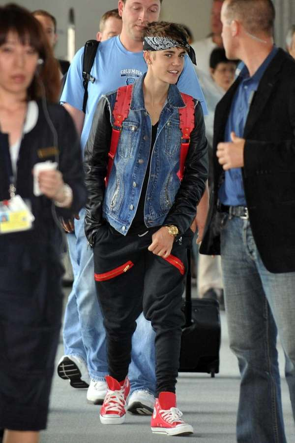 Canadian teen heartthrob Justin Bieber at Narita International