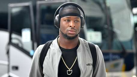 Le'Veon Bell of the New York Jets arrives