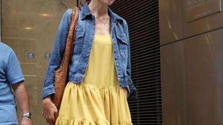 Katie Holmes leaves her lawyer's office in New
