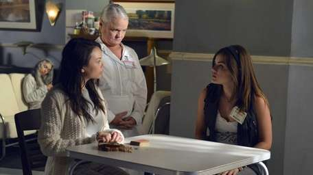 When things look dire for Hanna, the Liars