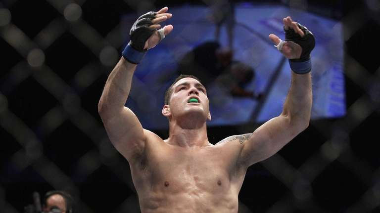 Chris Weidman celebrates after beating Mark Munoz in