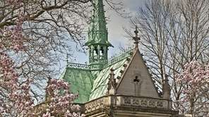 Woodlawn Cemetery houses the Belmont Memorial Chapel.