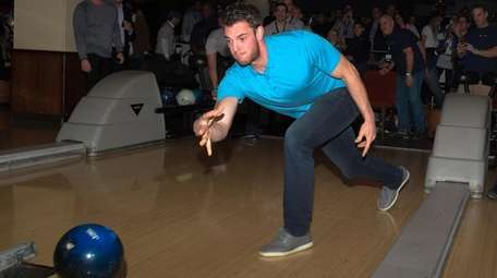 Mets pitcher Steven Matz bowls at his TRU32