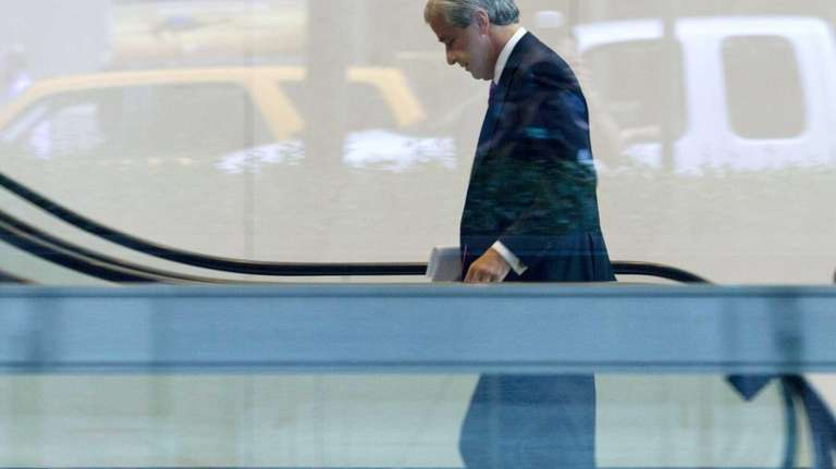 JPMorgan Chase chief executive Jamie Dimon enters company