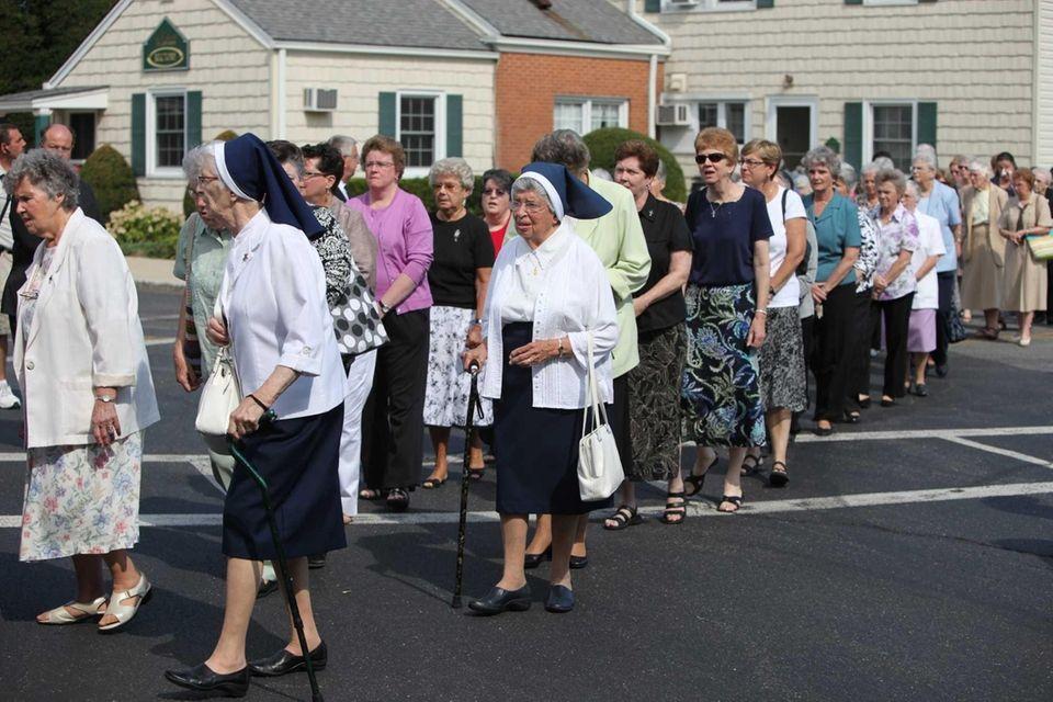 Mourners head toward St. Edward Confessor Church in