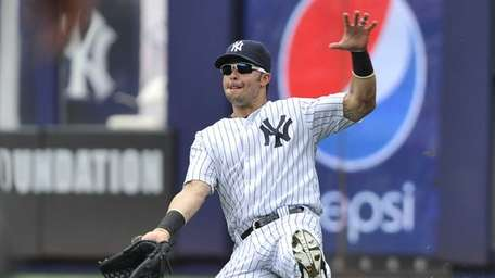 Nick Swisher can't make the catch on Erick