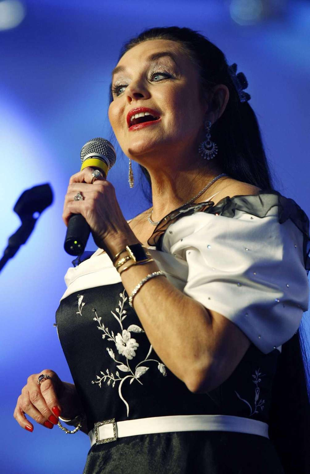Crystal Gayle, known for her 1977 hit