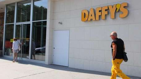 Daffy's announced Monday that it will close its