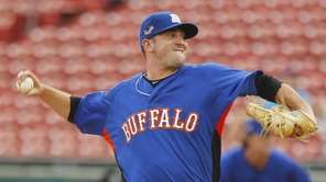 The Bisons' Matt Harvey throws to a Mud