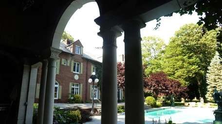 Photo of the pool and exterior of the