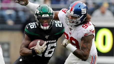 Le'Veon Bell of the Jets runs the ball