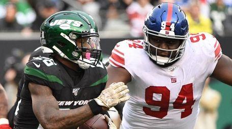 Jets running back Le'Veon Bell runs the ball