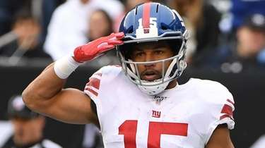 Giants wide receiver Golden Tate gestures during a