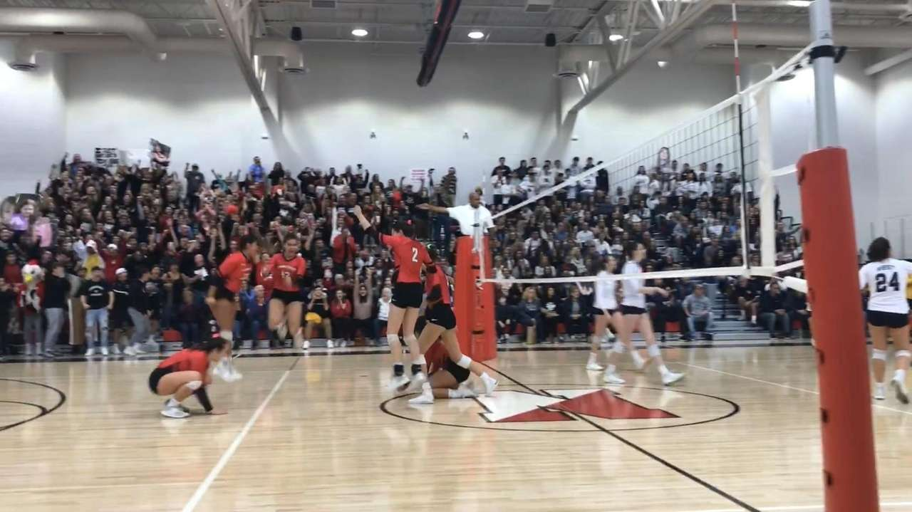 Senior Kiarra Roth connectedon the match-clinching point to