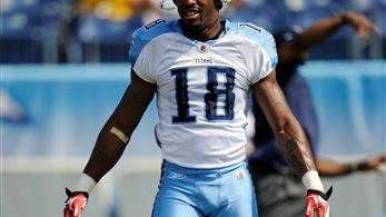 Tennessee Titans wide receiver Kenny Britt warms up