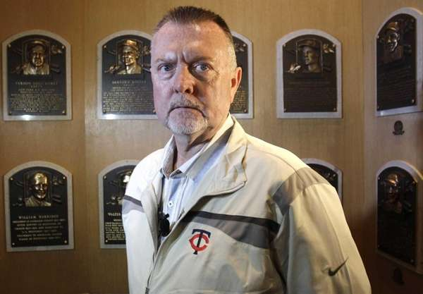 Bert Blyleven visits the plaque room during his