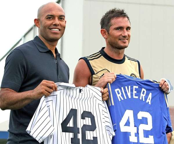 Mariano Rivera swaps uniforms with Chelsea player Frank
