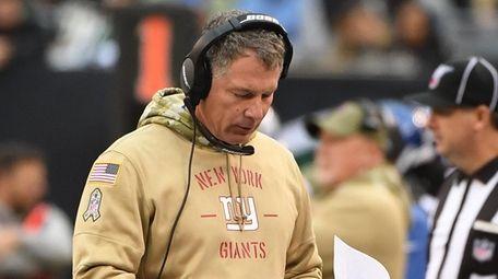 Giants head coach Pat Shurmur looks at his