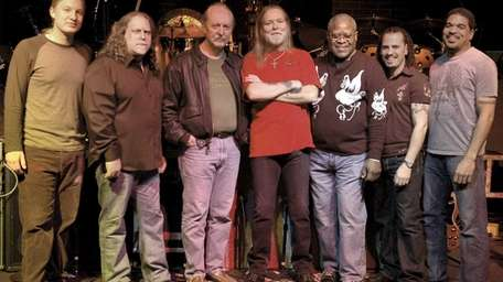 From left to right: Derek Trucks, Warren Haynes,
