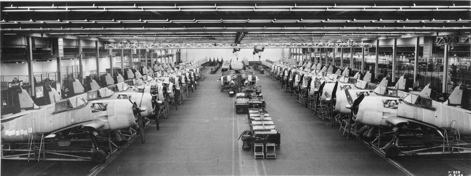 October 8, 1944: F-6 Hellcats on the production