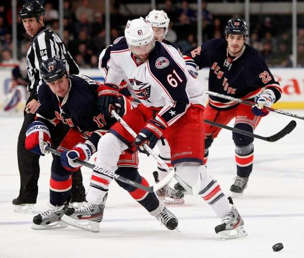 New York Rangers left wing Brandon Dubinsky (17)