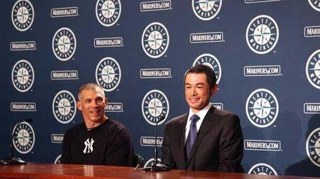 Ichiro Suzuki (R) talks to the media along