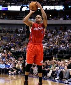 Los Angeles Clippers' Randy Foye (4) shoots a