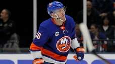 Islanders left wing Andrew Ladd limps to the