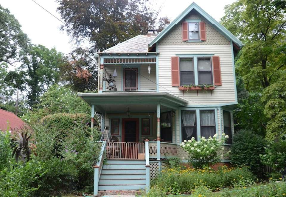 This late Victorian, at 52 18th Avenue in