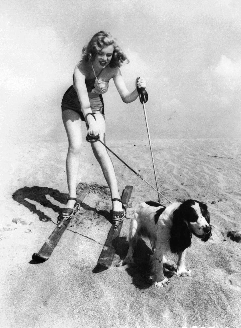Starlet Marilyn Monroe goes to the beach with