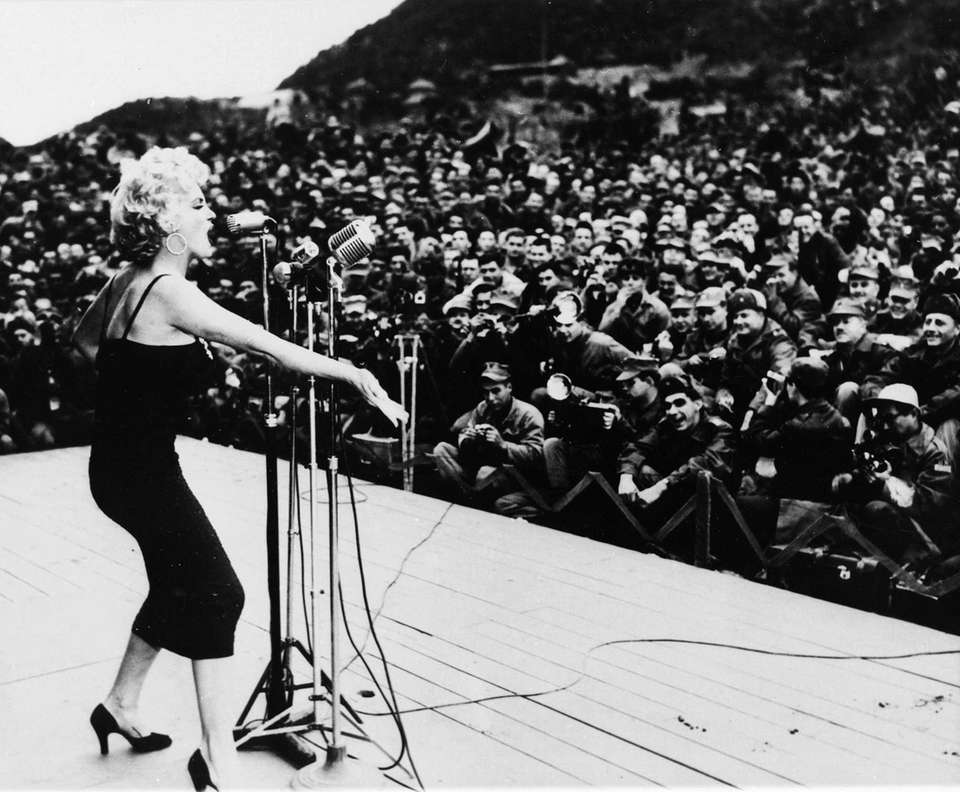 Hollywood star Marilyn Monroe sings to an audience