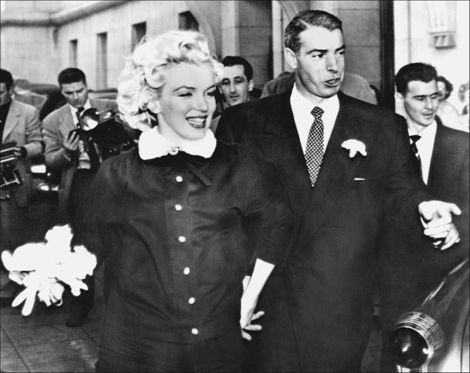 Actress Marilyn Monroe leaves City Hall in San