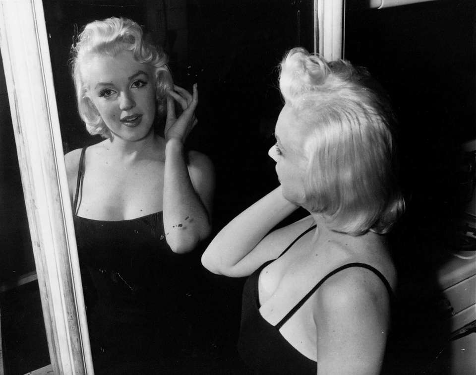 Marilyn Monroe checks her lines in a mirror