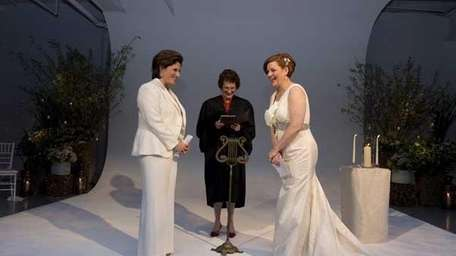 City Council Speaker Quinn exchanges vows with partner