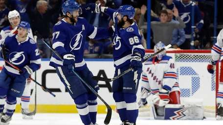 Tampa Bay Lightning right wing Nikita Kucherov (86)