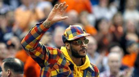 Carmelo Anthony waves to the crowd during the