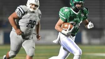 Kevin Wilson #34 of Farmingdale runs for a