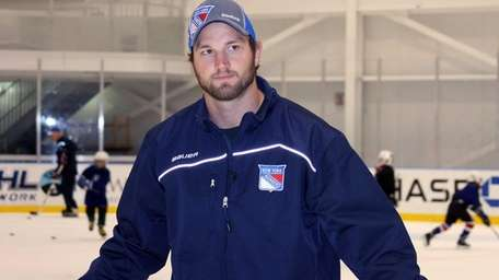 Rick Nash skates with young players at the