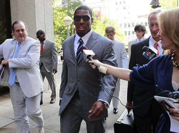 Suspended New Orleans Saints linebacker Jonathan Vilma arrives