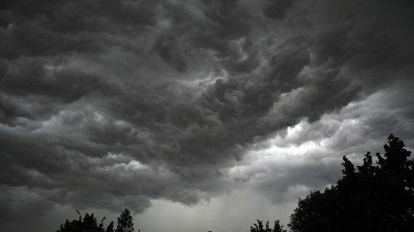 Monster storm moves through Juniper Valley Park area