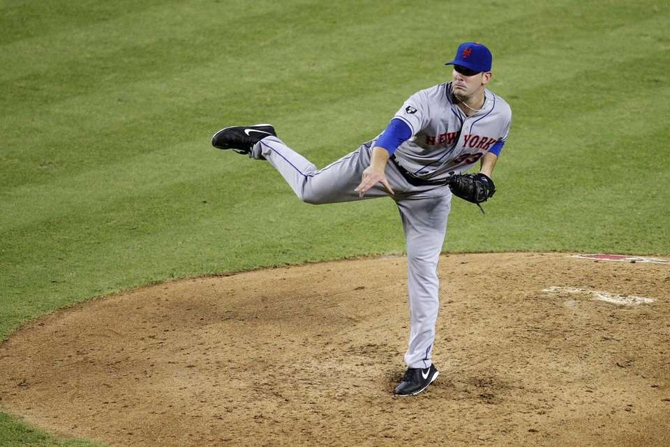 Mets pitcher Matt Harvey delivers in his major