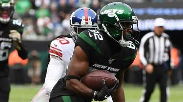 Jets wide receiver Jamison Crowder runs the football