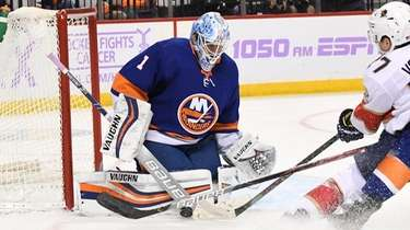Islanders goaltender Thomas Greiss makes a save against