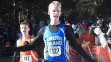 Kal Lewis (1127) of Shelter Island wins run
