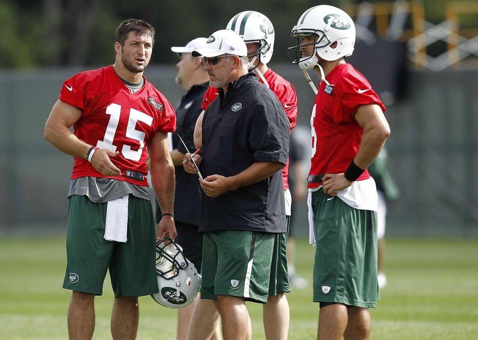 Quarterbacks coach Matt Cavanaugh talks with Mark Sanchez