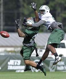 New York Jets cornerback Ellis Lankster, left, breaks