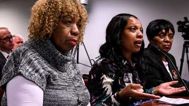 From left, Gwen Carr, mother of Eric Garner,